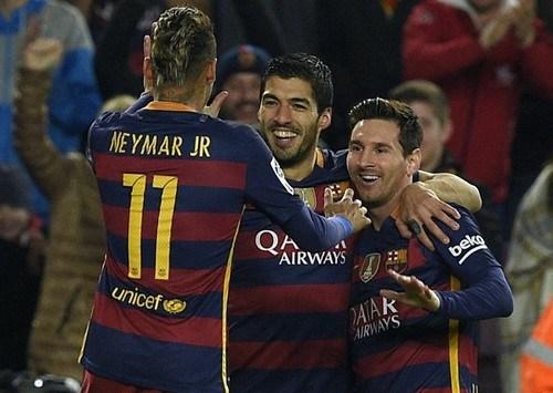 Barce hủy diệt Valencia, PSG lập kỉ lục bất bại